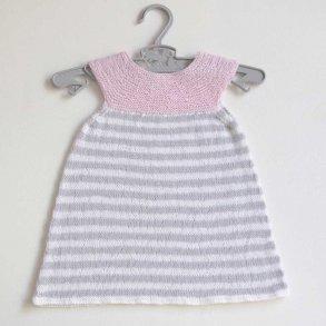60b24d1f38c2 Baby strikkekits - strik og hækl tøj til familiens yngste